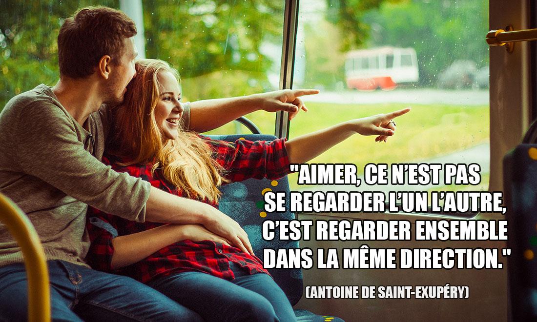 Antoine De Saint-Exupéry: Aimer, ce n'est pas se regarder l'un l'autre, c'est regarder ensemble dans la même direction.